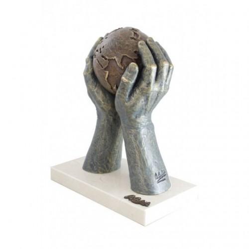 Скульптура «Мир в твоих...